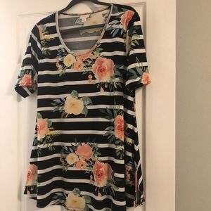Lularoe NWOT Perfect TShirt Size Large